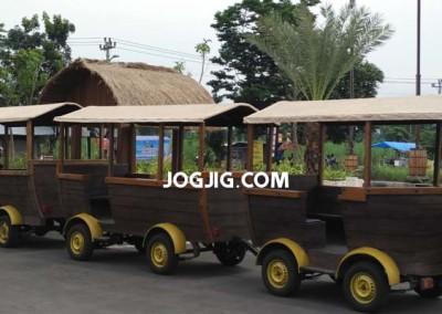 Angkutan Gratis Dari Tempat Parkir ke Loket